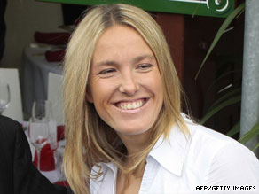 Justine Henin held the women's No. 1 ranking for a total of 117 weeks before quitting in May 2008.
