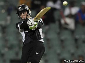 Martin Guptill scored a whirlwhind half-century as New Zealand reached the Champions Trophy semis.