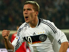 Striker Lukas Podolski will rejoin former club Cologne on a four-year contract at the end of the current season.