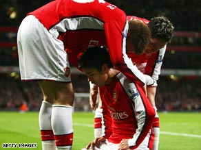 Eduardo sinks to his knees after opening the scoring on his Arsenal first team comeback on Monday.