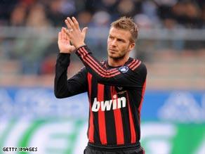 Beckham applauds the Milan fans after being substituted at Sampdoria.