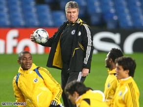 Coach Hiddink wants Chelsea to keep winning and then hope that United drop some title points.