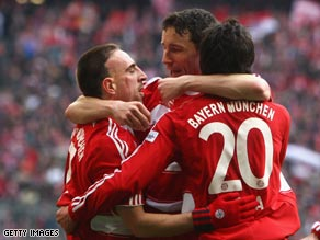 Ribery (left) congratulates the goalscorer Sosa in the narrow win.