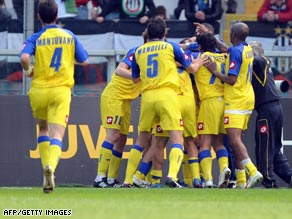 Chievo players celebrate their last-gasp equalizer in the 3-3 draw at Juventus on Sunday.