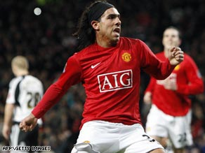 Argentine striker Tevez is still hoping Manchester United will offer him a new deal at the end of the month.