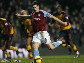 England midfield player Gareth Barry has completed a $20 million move to Manchester City.