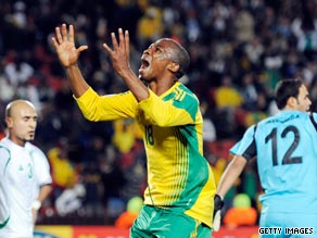 Thembinkosi Fanteni sees another chance go begging as South Africa are held 0-0 by Iraq at Ellis Park.