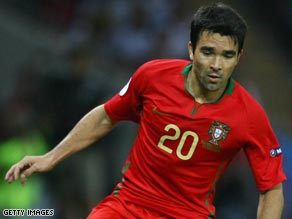 Deco, above, and teammate Ricardo Carvalho are wanted by former boss Jose Mourinho at Inter Milan.