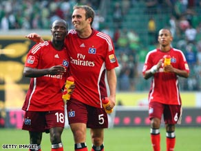 Hamburg players celebrate an important victory over title rivals Wolfsburg.