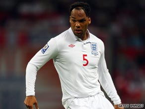 Joleon Lescott has signed a five-year contract with Manchester City.