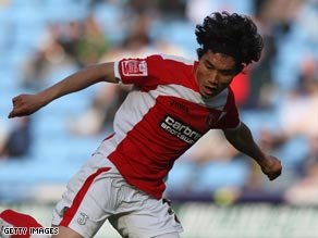 Zheng's all-action style was a favorite with fans during his spell at Charlton.
