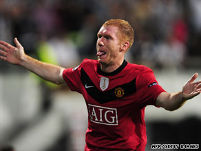 Paul Scholes gave Manchester United a vital three points away to Turkish side Besiktas.