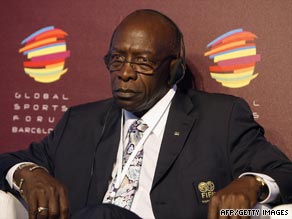 FIFA vice-president Warner has voiced his concerns about England's bid for the 2018 World Cup finals.