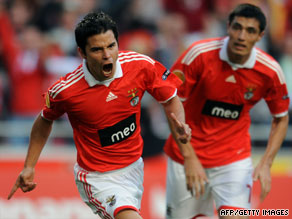 Javier Saviola, left, celebrates after putting Benfica ahead against Everton on Thursday night.