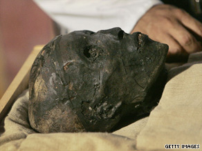 A worker looks at the mummified skull of King Tut in November 2007.