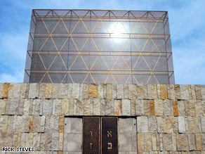 The architecture of Munich's new synagogue evokes the Wailing Wall and 40 years of wandering in the desert.