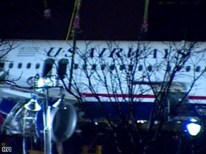 Crews successfully hoist the wreckage of US Airways Flight 1549 out of the water on Saturday.