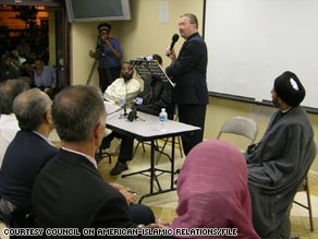 Stephen Tidwell, then of the FBI's Los Angeles office, speaks at the Islamic Center of Irvine in 2006.