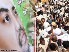 Sudanese demonstrators protest an arrest warrant for war crimes issued last week against President Omar al-Bashir.
