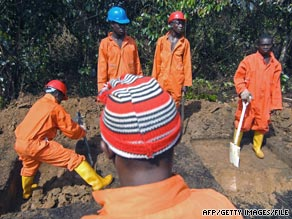 A team from Royal Dutch Shell works amid spilled oil in Atali, Nigeria.