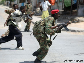 Somali soldiers move into a stronghold of Islamic militants in Mogadishu on July 12.