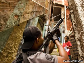 A policeman advances through an alley of Rio on March 25, 2009, during an anti-drug operation.