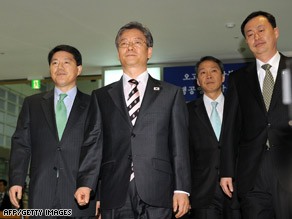 A South Korean delegation arrives at a transit office in Paju, South Korea, near the Demilitarized Zone.