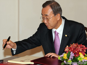 U.N. Secretary-General Ban Ki-moon has called for the release of all political prisoners in Myanmar.