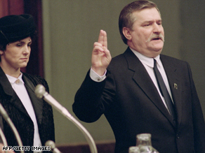 Solidarity leader Lech Walesa takes the oath in front of Poland's National Assembly on December 22, 1990.