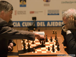 Garry Kasparov, right, and Anatoli Karpov play chess at the Arts Palau in Valencia, on Tuesday.