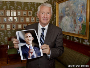 Chairman of the Nobel peace prize committee Thorbjoen Jagland holds a picture of the 2009 winner.