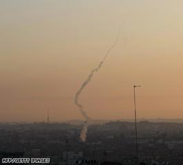 Israël livres Hamas; tirs de roquettes continue