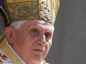 "Pope Benedict XVI called for Israelis and Palestinians to keep  the ""flame of hope"" alive for peace."
