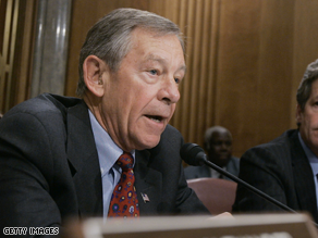 Voinovich will announce his retirement later Monday.