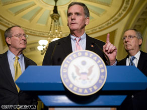 New Hampshire Sen. Judd Gregg, center, is Pres. Obama&#039;s likely pick for Commerce Secretary.