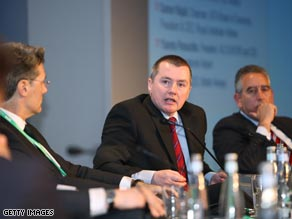 Willie Walsh, center, CEO of British Airways, at this week's Aviation and Environment Summit.
