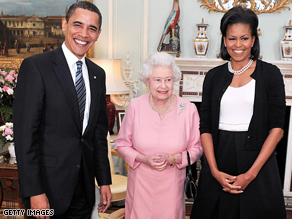 Oscar de la Renta thinks Michelle Obama should not have worn a sweater to Buckingham Palace.