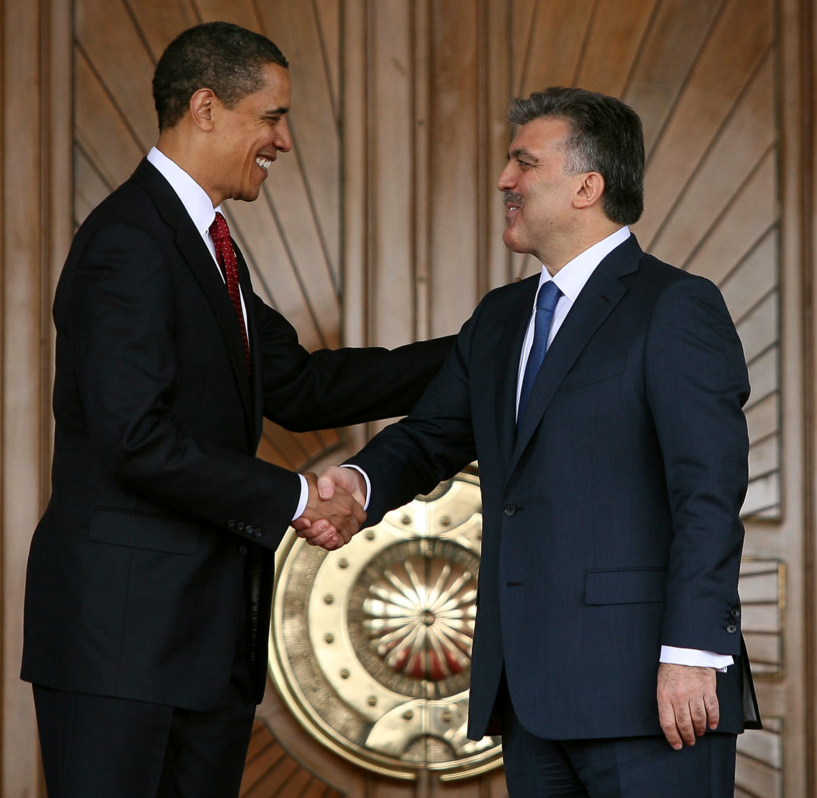 Getty Images. Turkish President Abdullah Gul (R) and U.S. President Barack Obama shake hands during a welcoming ceremony in the courtyard of the Cankaya Presidential Palace on April 6, 2009 in Istanbul, Turkey.