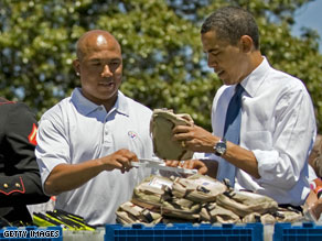 President Obama with Pittsburgh Steelers&#039; wide receiver Hines Ward.