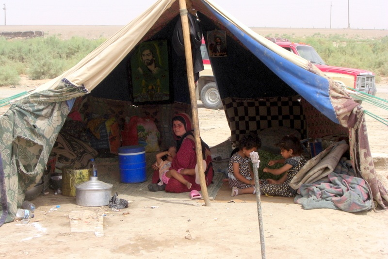 A Shiite displaced family living in a tent in Taji refugee : tents for living in - memphite.com