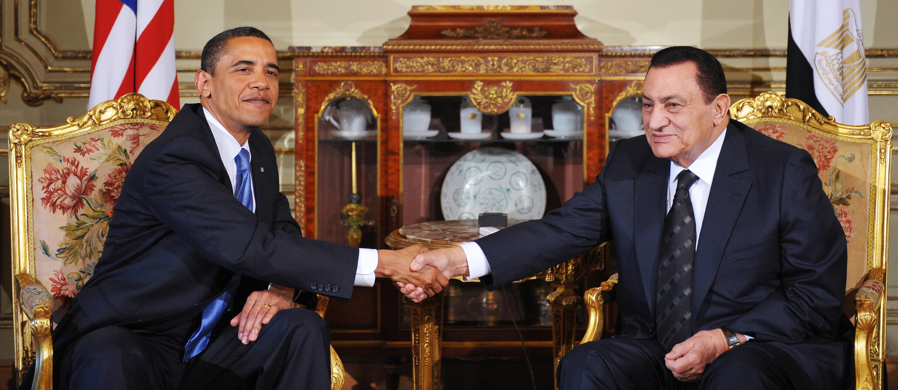 MANDEL NGAN/AFP/Getty Images. US President Barack Obama (L) shakes hands with his Egyptian counterpart Hosni Mubarak during a bilateral meeting at the presidential palace in Cairo on June 4, 2009. Obama, in Egypt to deliver a speech to the world's Muslims, held talks with his host Mubarak on how to advance stalled Middle East peace talks.