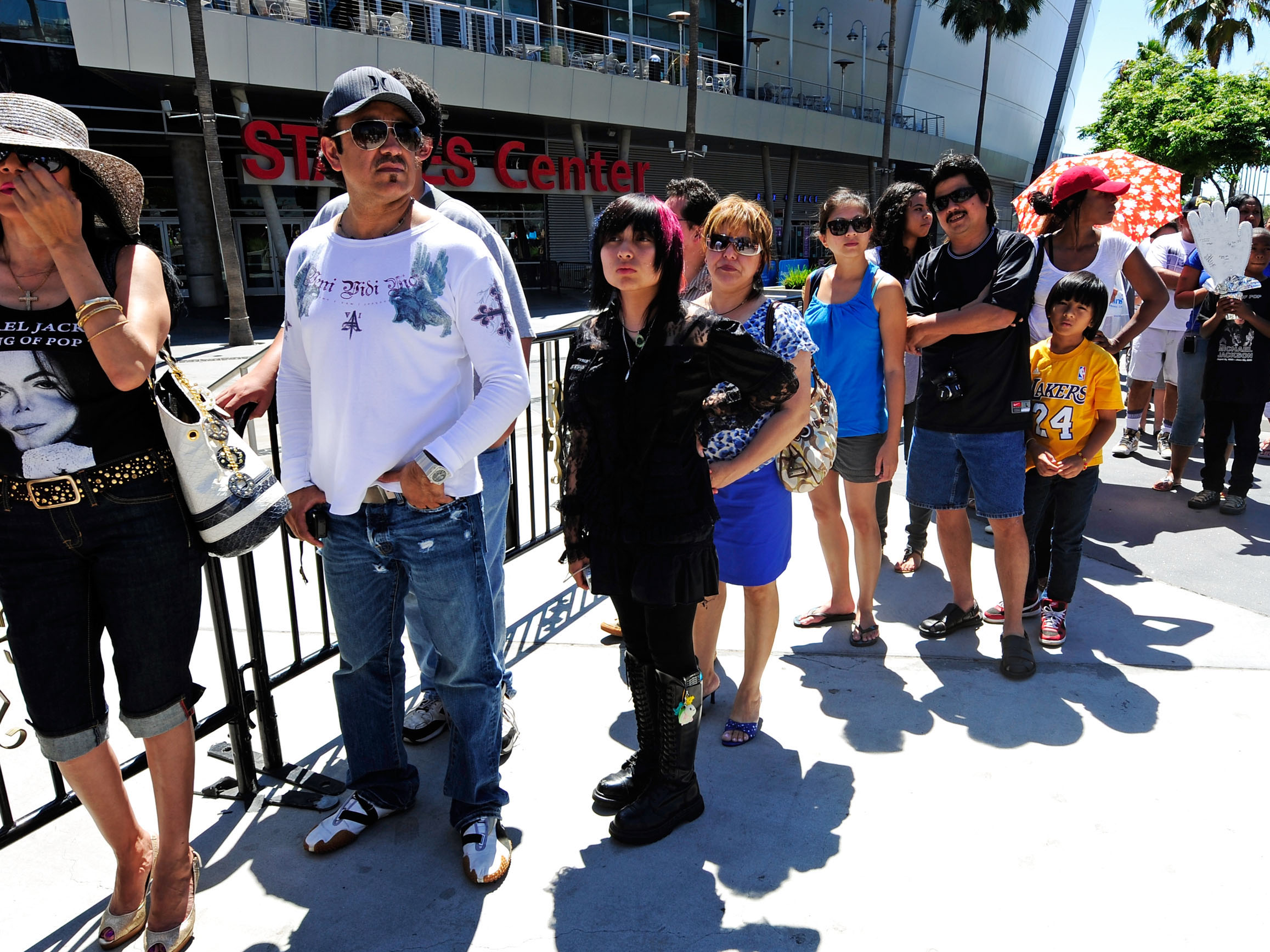 (Getty Images) Fans wait to sign a large banner in memory of pop star Michael Jackson at Staples Center on July 5, 2009 in Los Angeles, California.