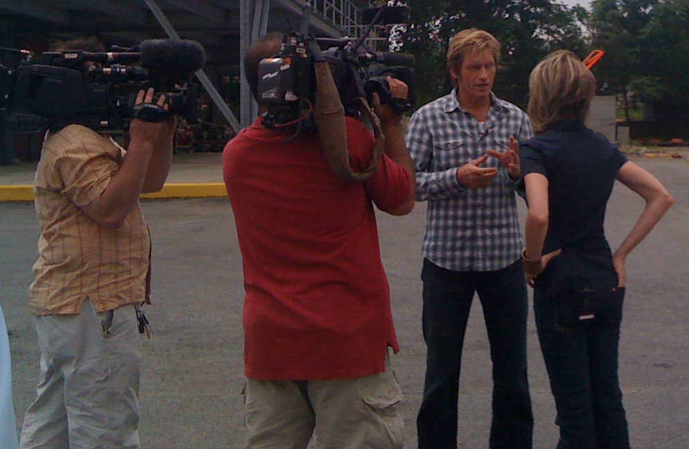 Deb Feyerick interviews Denis Leary on-site