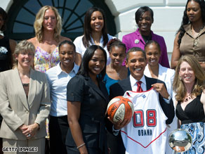 President Obama thanked the 2008 WNBA champions for being role models for his daughters.