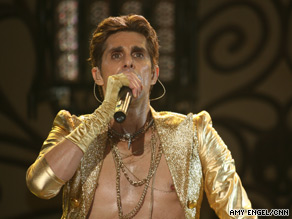 Jane&#039;s Addiction&#039;s frontman Perry Farrell performs during the final day of Lollapalooza 2009.