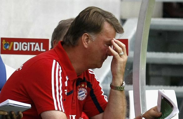 Worried Bayern coach Louis van Gaal watches his side&#039;s Bundesliga opener.