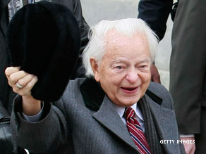 In the Senate, a unanimous sentiment: Praise for Robert Byrd.