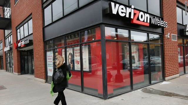Verizon plans to launch its 4G data network to 38 cities by the end of the year, including New York, Los Angeles and Chicago.