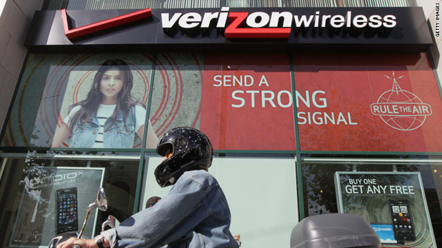 Verizon Wireless stores will start selling accessories for laptops that can tap into its new 4G network on Sunday.