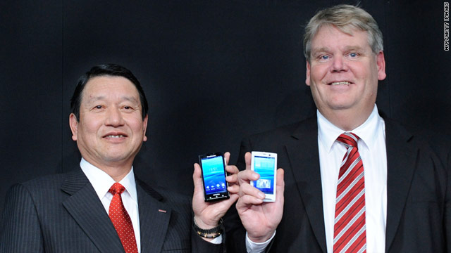 Japanese telecom NTT DoCoMo President Ryuji Yamada, left, and Sony Ericsson's Bert Nordberg show a 3-inch Android.